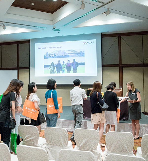 Many international students line up to speak with an ACU recruiter